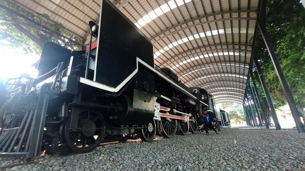 體育場的機關車:火車076-20201005.jpg