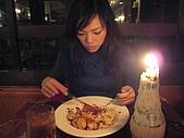 撥北x撥北的生日:壽星吃太快,只好拍我消磨時間