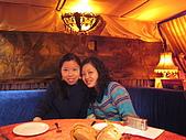 倫敦聖誕假期:佩萱和孟瑾,他們是大學法文課同學