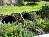 Fountains Abbey:部份修道院是蓋在小溪上的哦