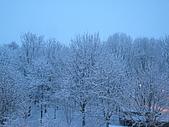 三月 冬末.初春:天漸漸亮了,雪還在下