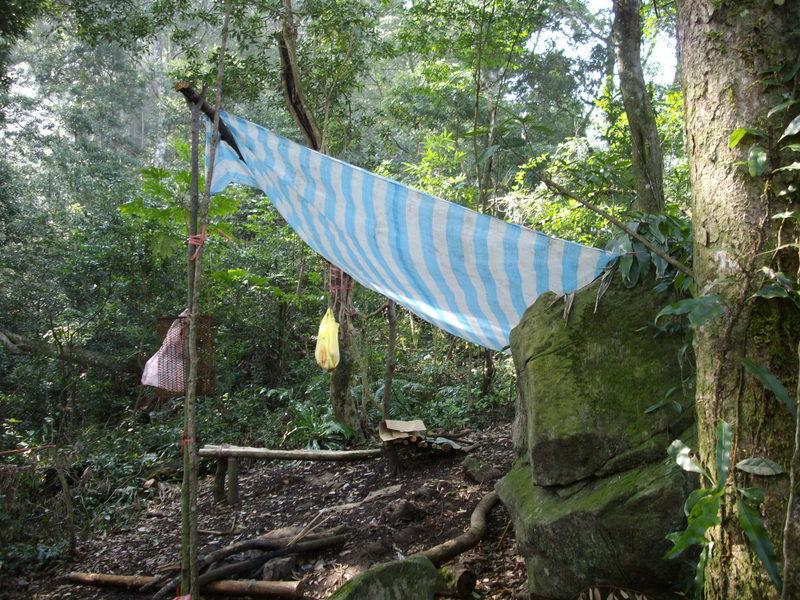 075~鵝公髻山至山上人家順遊清泉風景區:原住民搭的簡易營帳
