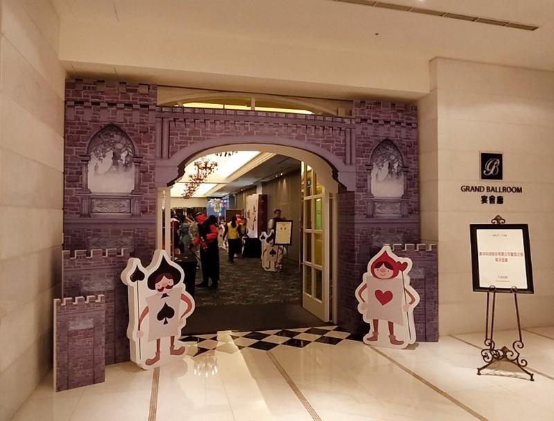 【童話之夜主題尾牙背板設計/道具設計/會場佈置/大圖輸出/大圖施工-無名美工】:立體拱門城堡造型背板-拍照道具.jpg