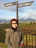 2008年秋日本賞楓紅葉之旅:保津川乘船場前留影