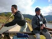 2008年秋日本賞楓紅葉之旅:舟上奮力撐槳的船夫