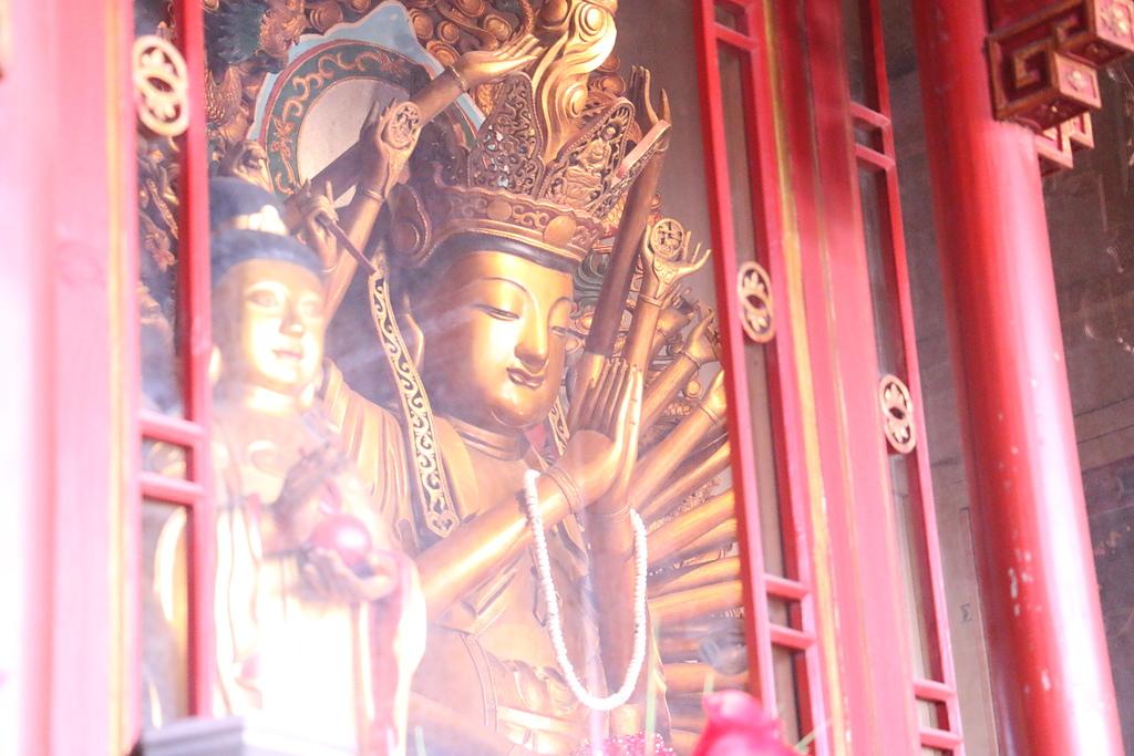 弘聖上師 說法講記 相關相片:洛迦山大雄寶殿毘盧千手觀音.JPG